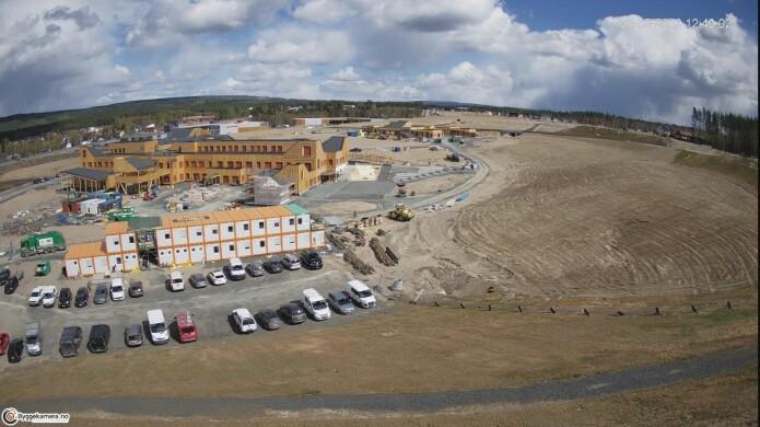 Ydalir skole og barnehage i 2019 (Foto fra Byggekamera.no, Betongmast Hæhre)