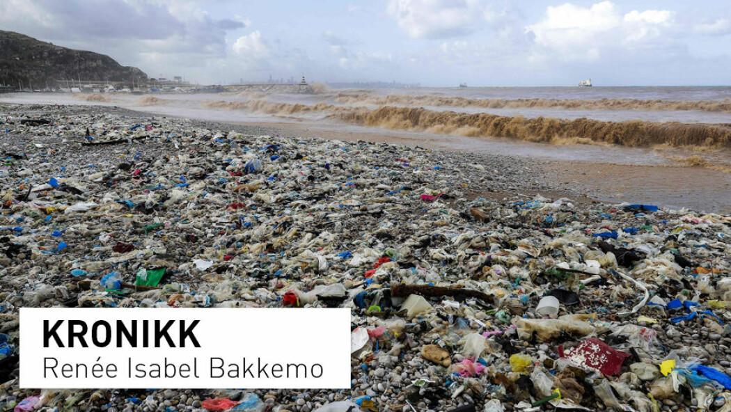 – Minst ti prosent av plasten som produseres årlig ender opp i havet - det tilsvarer vekten til 700 milliarder flasker, skriver kronikkforfatteren. (Foto: Joseph Eid / AFP / NTB Scanpix)