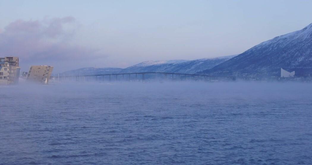 Tåke i Tromsø. Når tåken er tykk, må flyplassen stenge. (Foto: Eirik Samuelsen=
