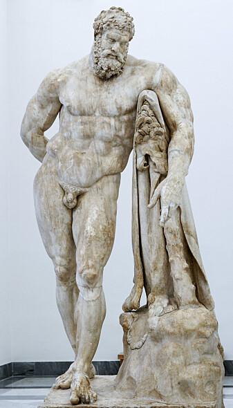 Her ser du den betenkte <i>Hercules Farnese</i> i Napolis arkeologiske museum. Dette er en romersk kopi av en gresk original (Foto: Marie-Lan Nguyen / CC BY 2.5 / Wikimedia Commons))