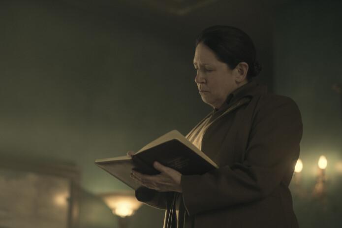Tante Lydia har over flere år ledet etterretningstjenesten mot regimets motstandere. I TV-serien basert på Margaret Atwoods univers er hun spilt av Ann Dowd.