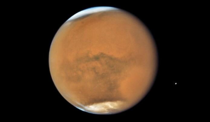 Under overflaten på Mars finnes vann og basalt. Men finnes det liv? Bildet er tatt av Hubble-teleskopet.