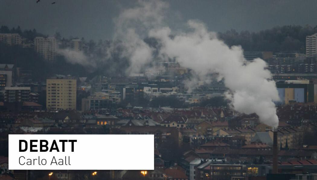 Oslo by med røyk fra pipa til Freia sjokoladefabrikk sett fra Ekeberg-restauranten i november kulda. Men forurenser byfolk mer enn de som bor på bygda?