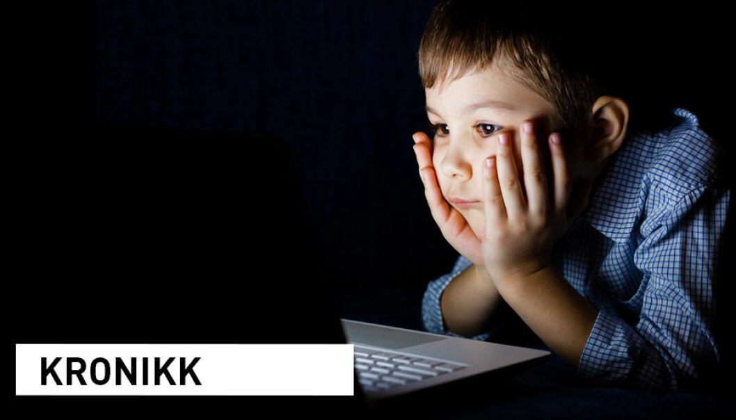 Nå er det ekstra viktig at foreldre og lærere spør barna hva de opplever på nett, skriver kronikkforfatterne.
