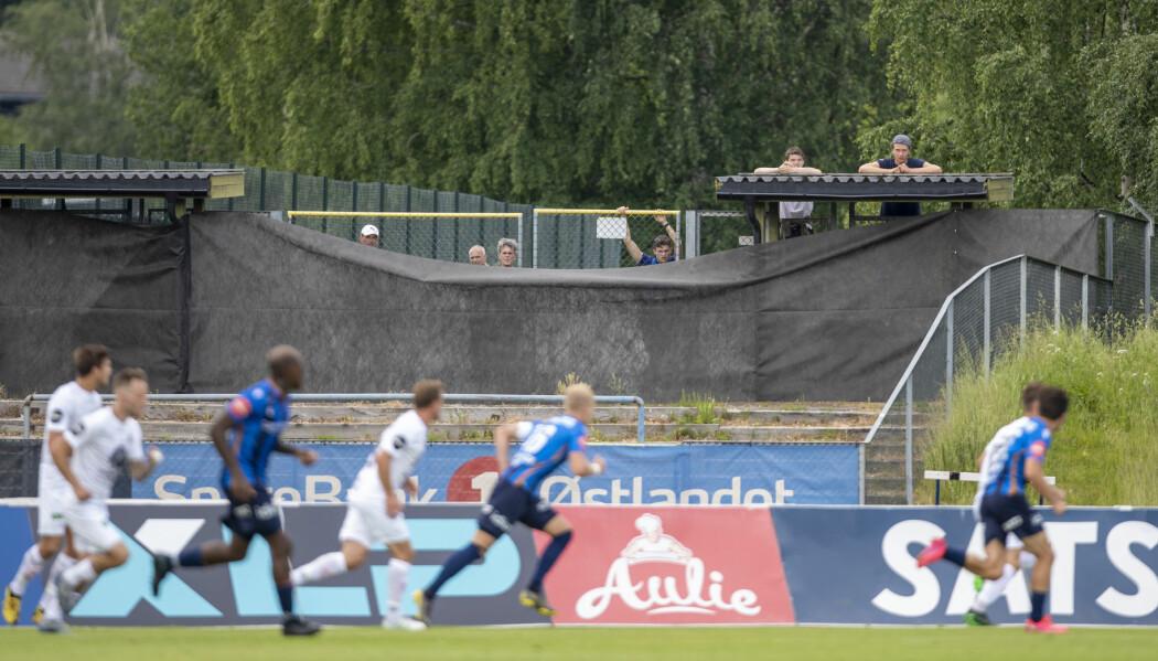 Eliteserien ble i likhet med all idrett satt på vent den 12. mars. I perioden fra mars til mai jobbet NFF strategisk for å få fotballen i gang igjen.