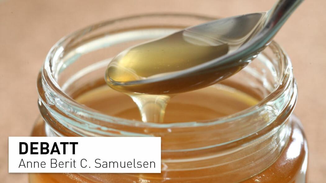 – Vi spiser ikke muggsopp når vi trenger penicillin, og vi skal ikke bruke ubearbeidet honning som sårsalve, skriver Anne Berit C. Samuelsen.