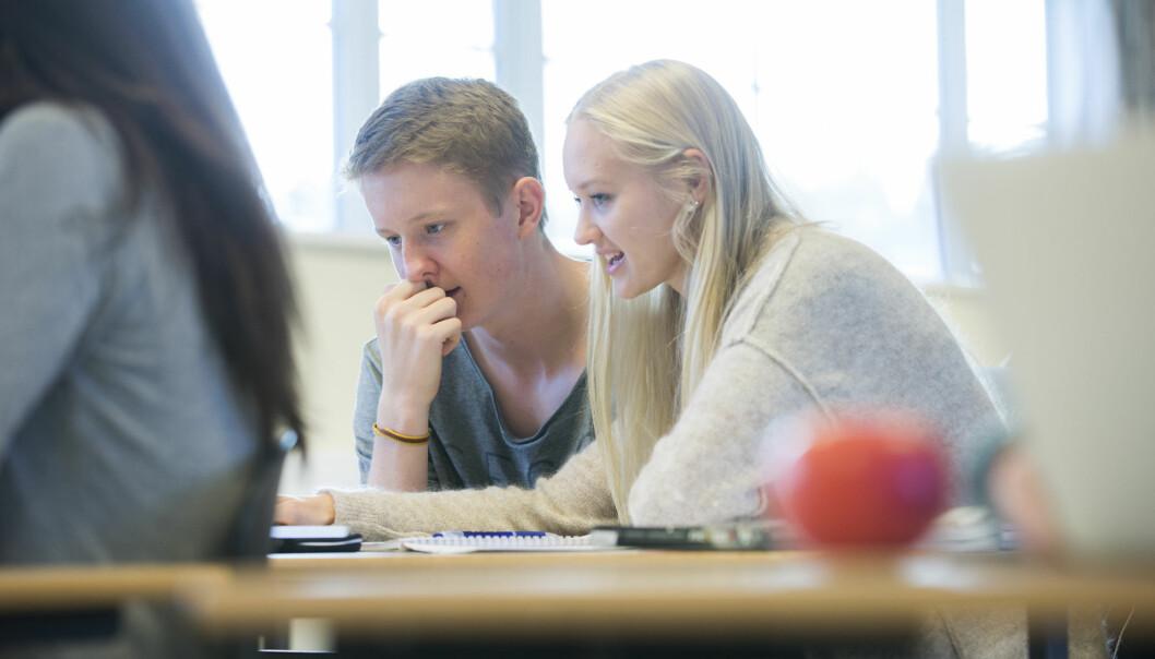 – Dersom lærere kommuniserer lave forventninger til elevene, opplever de at omgivelsene ikke forventer at de skal mestre. Lave forventninger er faktisk spesielt negativt for elever som presterer dårlig i utgangspunktet, skriver Åge Diseth.