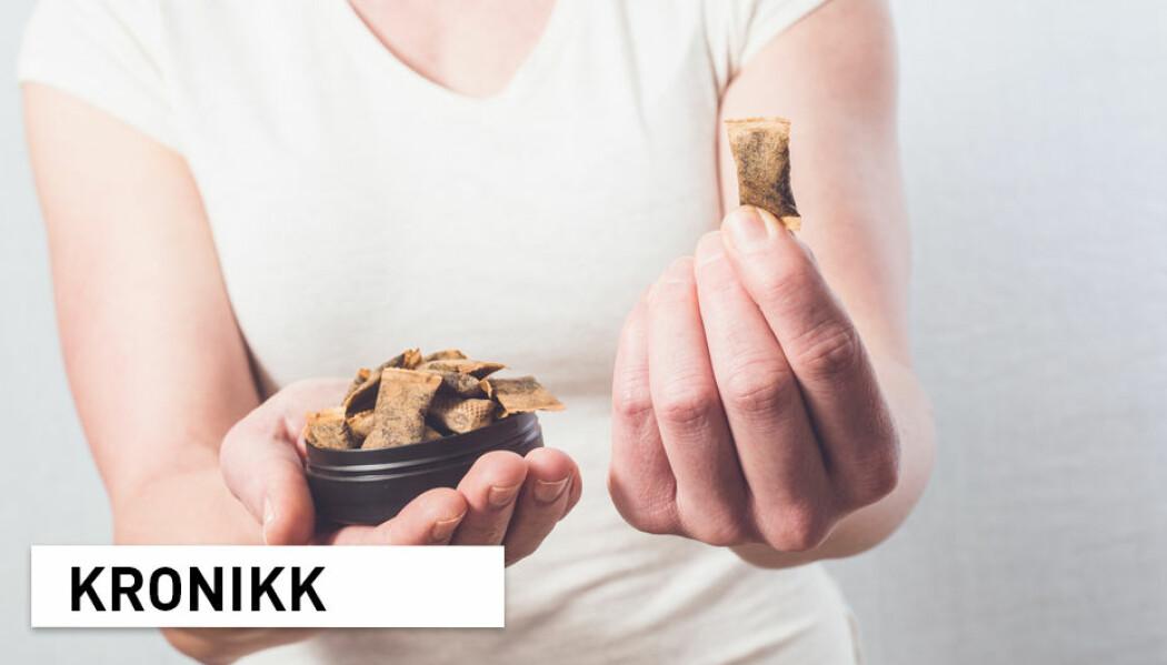 – Snus kan, i likhet med røyking, bli en viktigere og viktigere medvirkning til sosial ulikhet i helse i Norge. Selv om snus er mindre farlig enn røyking, kan vi ikke ignorere dette, skriver tre forskere.