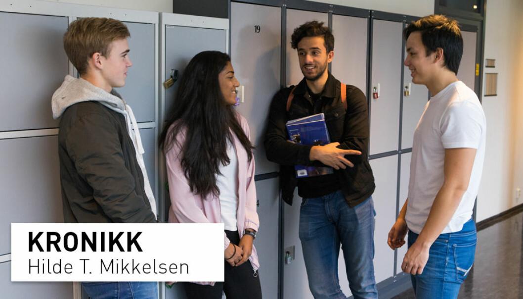 – Vi voksne bør hjelpe ungdommene gjennom – ikke utenom – livets utfordringer. Vi må gå sammen med dem, ikke gå foran dem og bane vei, skriver Hilde T. Mikkelsen..