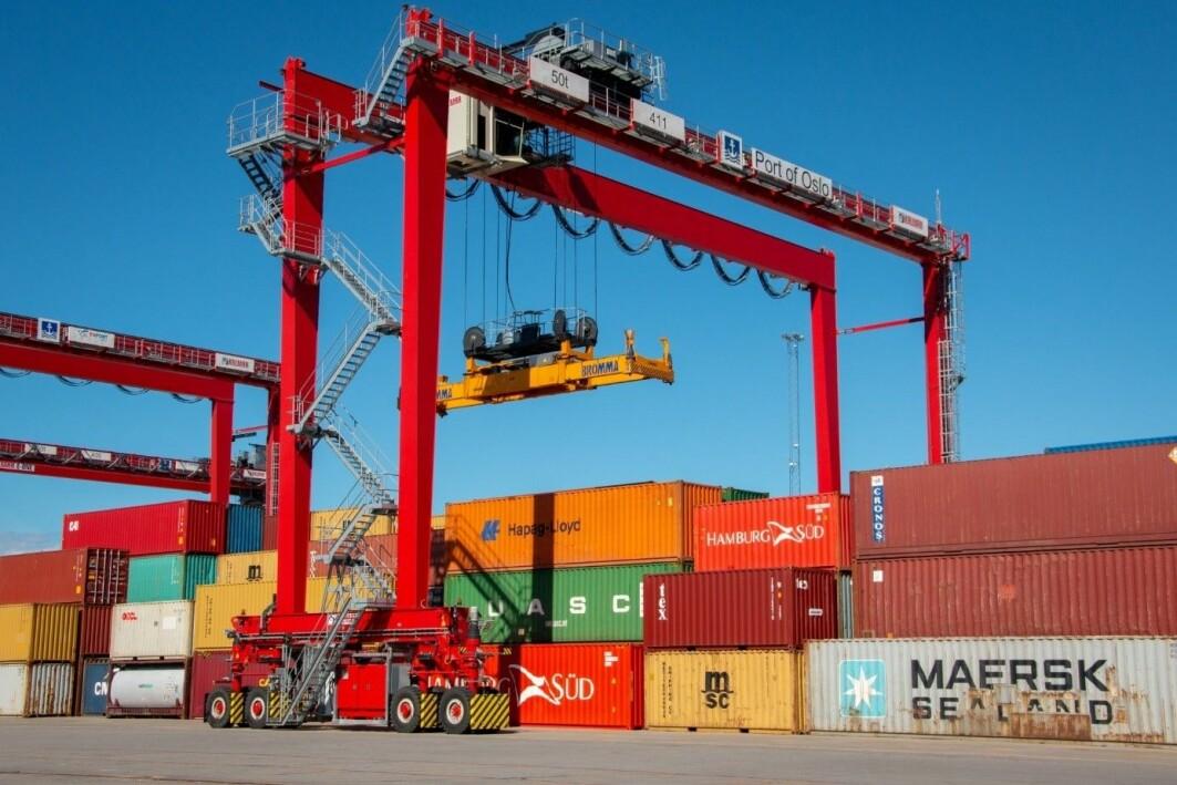 Havna kan påvirke landtransporten i en bærekraftig retning, men utnytter ikke muligheten. De som jobber på havna, er mer opptatt av sjøtransport.