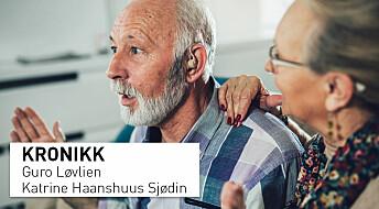 Dårlig hørsel kan gi ensomhet. Kan det også forsterke demens?