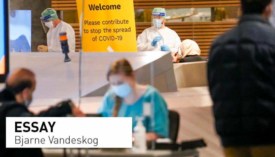 Norge har aldri tatt en skikkelig diskusjon om valg av strategi for håndtering av koronapandemien. Sånn sett er det kanskje større likheter mellom Norge og Sverige enn ulikheter, mener Bjarne Vandeskog. Her fra koronatestsenteret på Oslo lufthavn, Gardermoen.
