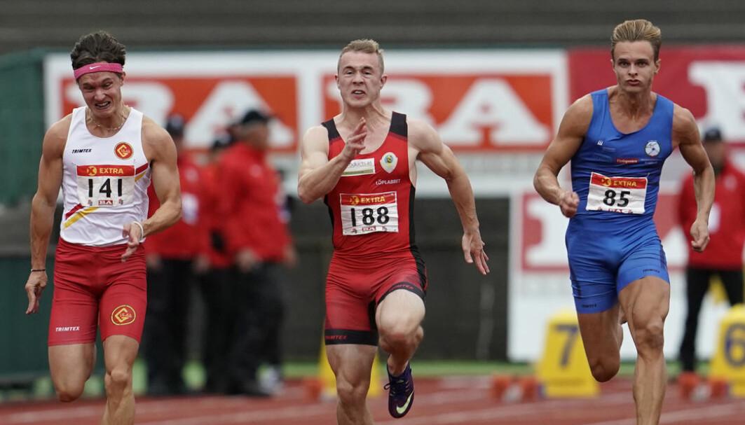 Hvordan bør du trene om du ønsker å bli raskest i verden? Det skulle sikkert Even Meinseth, Mathias Hove Johansen og Øyvind Strømmen Kjerpeset hatt svaret på, her observert på 100 meter sprint under NM i 2020.