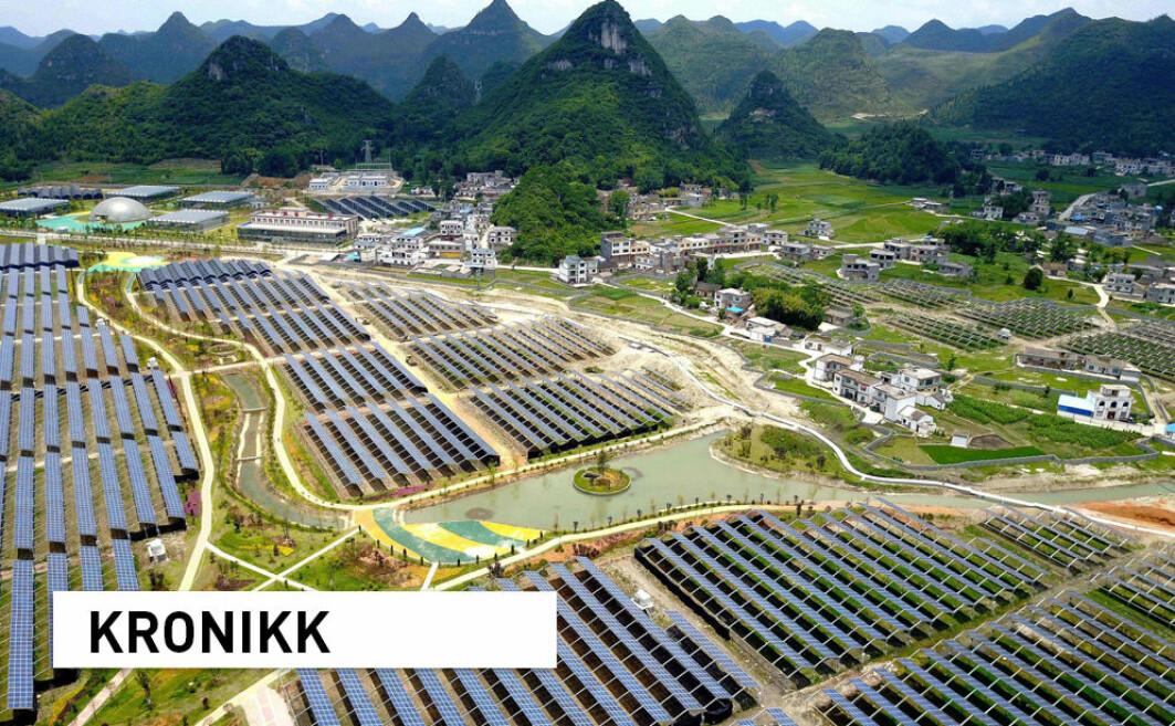 Kina har en voldsom satsing på sol- og vindkraft, og alt de gjør, gjør de i stor skala. Når Kina satser, spiller det derfor en rolle for resten av verden, skriver kronikkforfatterne. Her fra et solkraftanlegg i Kinas sørvestlige Guizhou-provins.