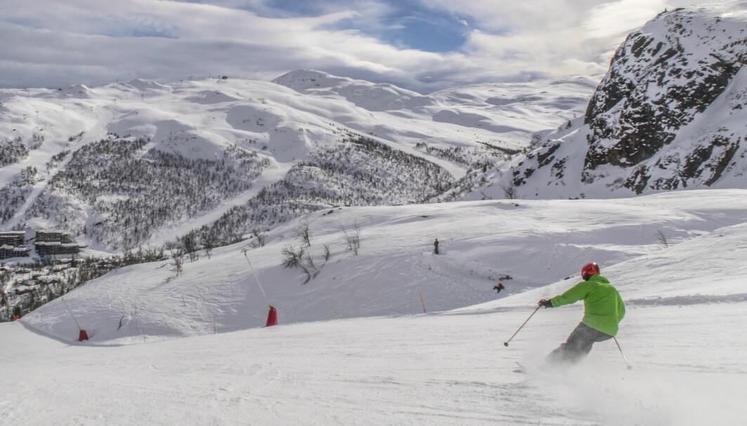 Flere norske alpinanlegg står i fare for å måtte stoppe heisen før påskeferien i årene som kommer. Forskere ved Høgskolen i Innlandet har spurt alpinkjørerne om hva de er villige til å betale for å bidra til mindre utslipp.