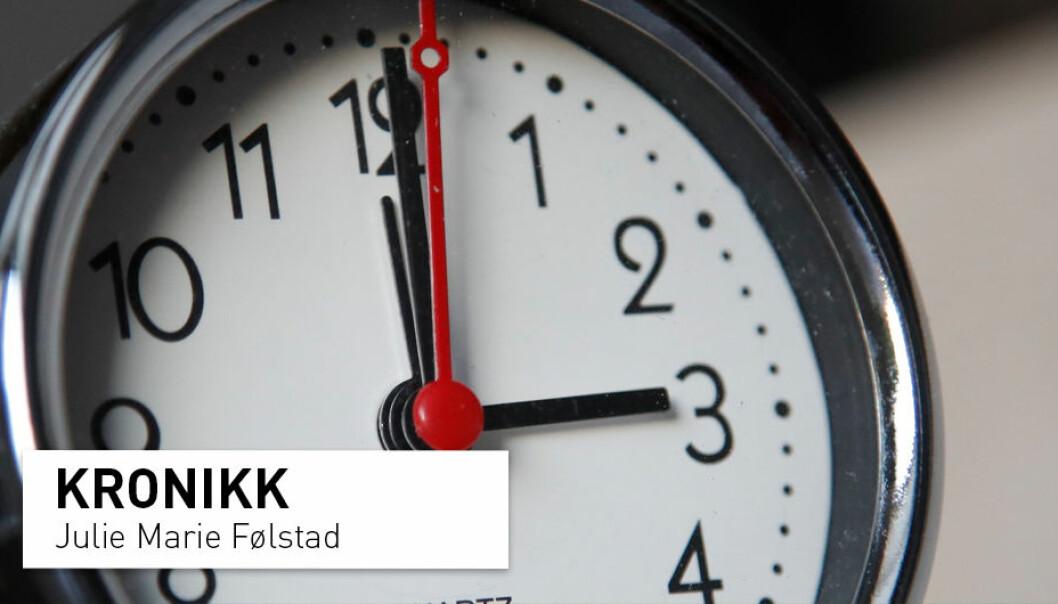 Vet du hvilken vei vi stiller klokken når det nærmer seg sommer? Uansett er svaret feil, for vi burde ikke stille klokka i det hele tatt, mener kronikkforfatteren.