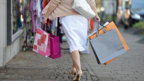 Er det for å feire eller døyve at vi kjøper luksusvarer?