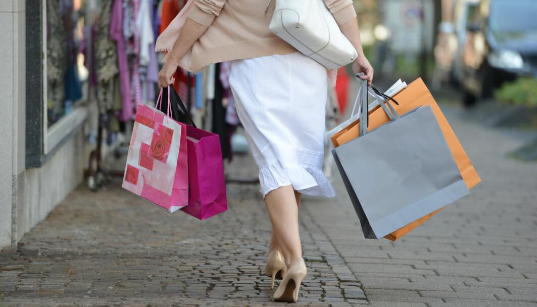 Vi shopper gjerne ulike ting for å belønne oss selv etter en suksess eller for å få det bedre etter en nedtur. Men hvorfor er det slik?