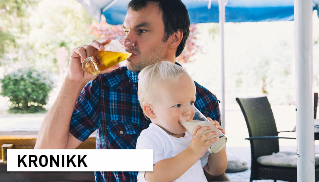 Sett i lys av forskningen er det særlig viktig å være bevisst eget alkoholinntak gitt de ekstra belastningene som pandemien medfører for den enkelte og for familier, skriver kronikkforfatterne.