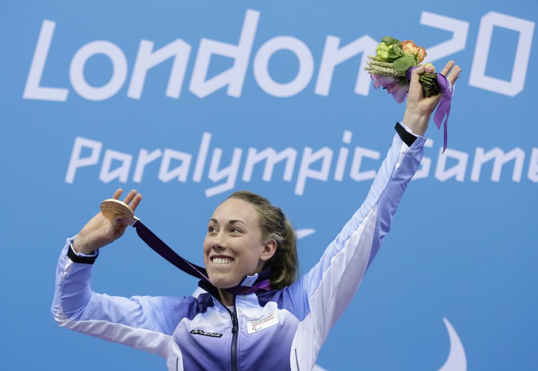 Studien av Sara Louise Rungs treningsregime indikerer at det kreves like mye trening for å lykkes i paralympiske leker som Olympiske leker. Rung har vunnet ni medaljer i paralympiske leker, og er en av tidenes mest meritterte parasvømmere. Her fra gullmedaljeseremonien i London 2012.