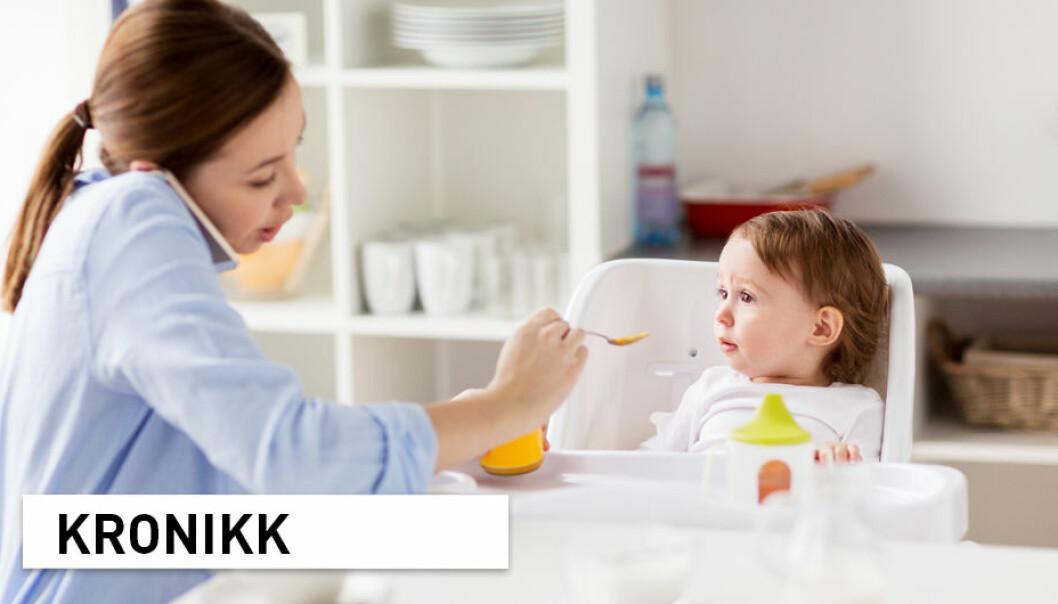 «Multitasking» har blitt en sentral del av samfunnet vårt, ved at vi er effektive og fikser flere ting samtidig. Men bør vi «multitaske» også under familiemåltidet? Er det så farlig om en svarer på et par mail mens ettåringen spiser? En ny studie kan gi svar.