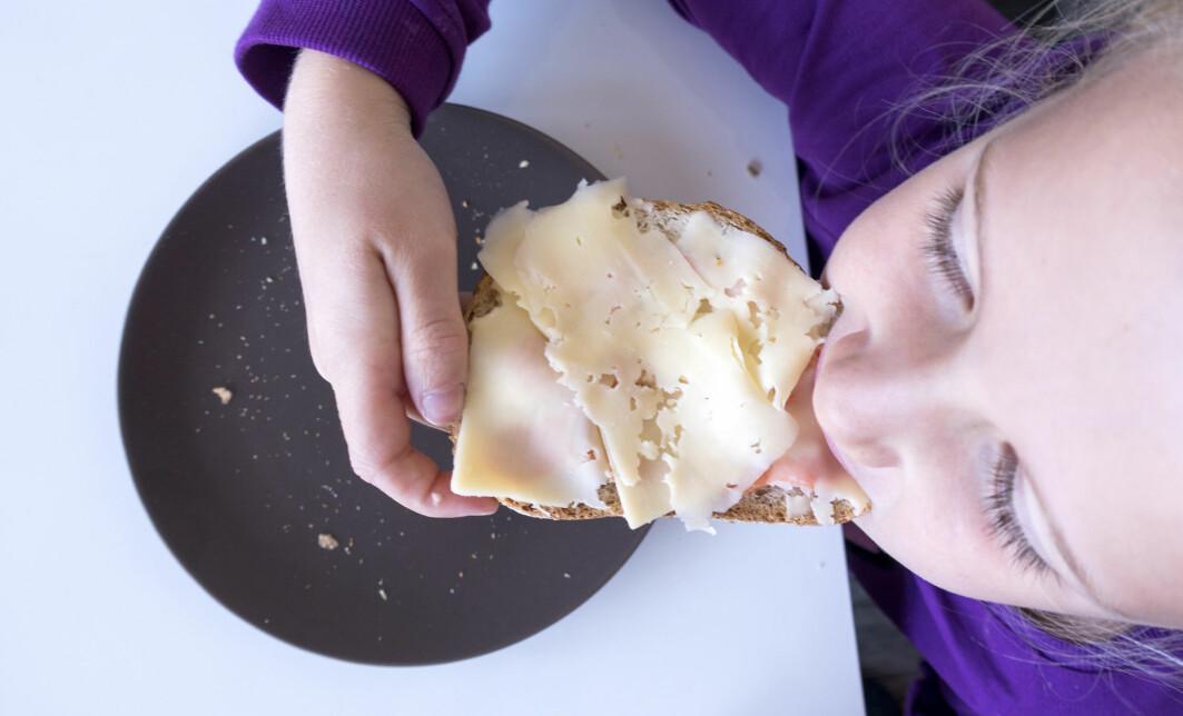 Elevene i skolematprosjektet i Agder fikk et brødmåltid til lunsj hver dag gjennom ett helt år. Nå har forskere undersøkt erfaringene til lærere og elever.
