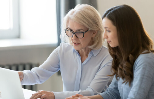 Eldre ansatte trives bedre i jobben