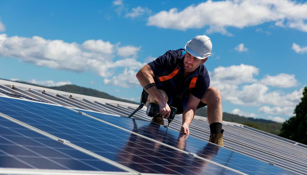 Hvis man kan klare å kjøle ned solcellepaneler, blir de mer effektive. Forskere ved SINTEF prøver å finne ut hvordan.
